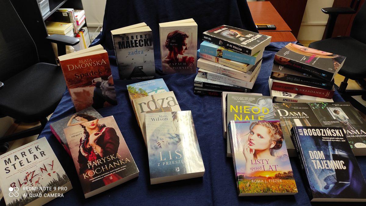 Zdjęcie wielu książek